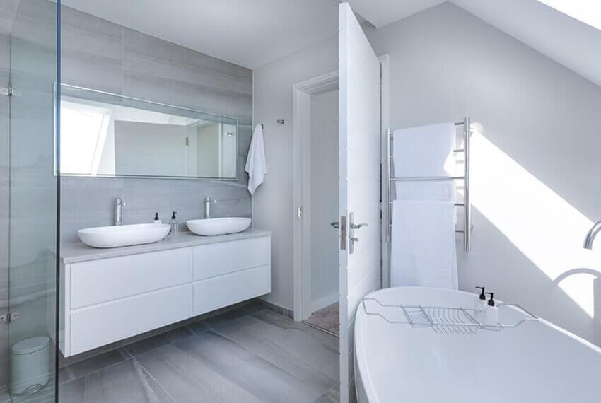 Relax-V-Horúcom-Penovom-Kúpeli-Či-Rýchla-Osviežujúca-Ranná-Sprcha-trendhouse-blog